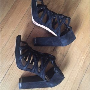 BCBG Max Azria dress sandals size 6